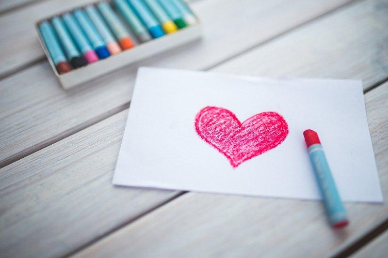 在處處充滿溫馨與感恩氛圍的5月,您有多久沒向家人和情人說聲「我愛你」了呢?(圖/kaboompics@pixabay)