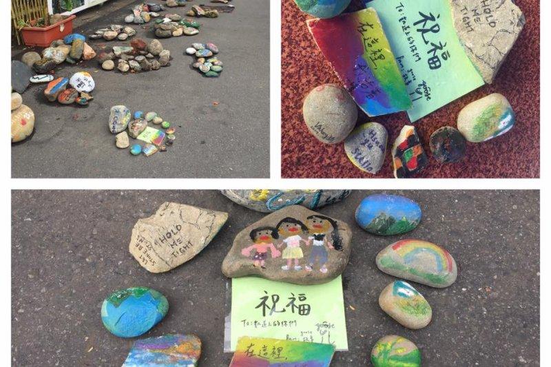原本在凱道上放著來自各部落的彩繪石頭,但是於2日遭警方依《道路安全處罰交通條例》,視為障礙物而予以清空。(取自馬躍.比吼臉書專頁)