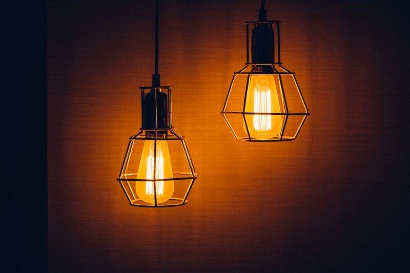 提到燈泡,你是不是馬上就想到愛迪生呢?(圖/xegxef@pixabay)
