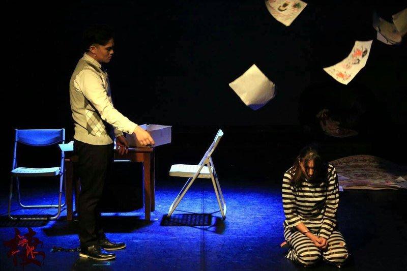 學生自編自導的音樂劇演出。(圖/崇右學院提供)