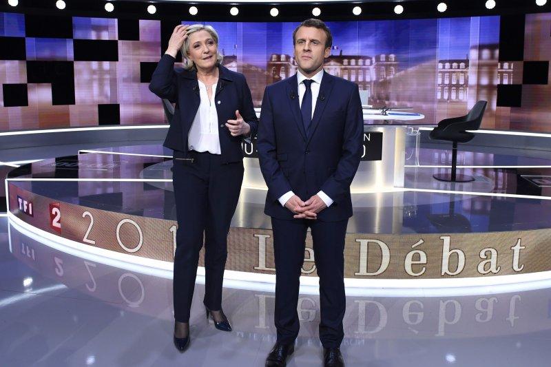 法國總統候選人馬克宏與瑪琳.勒潘3日晚間舉行電視直播辯論(美聯社)