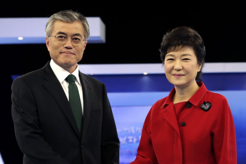 2017年南韓總統大選候選人文在寅,2012年曾經與朴槿惠對陣(AP)