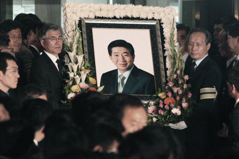 2017年南韓總統大選候選人文在寅與已故前總統盧武鉉關係深厚(AP)