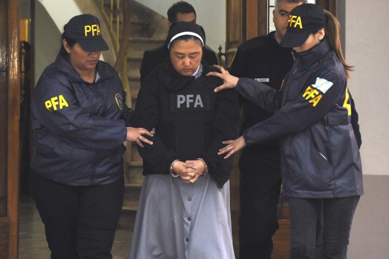 阿根廷一所特教學校爆發集體性侵案,日裔修女小坂久美子投案。(美聯社)