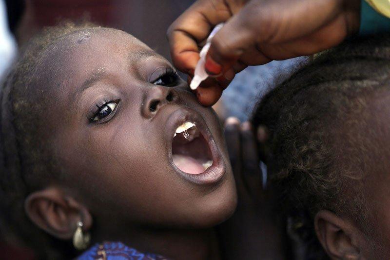奈及利亞本來預計在2017年7月,能成為小兒麻痺根除國之一,不料卻在恐怖組織博科哈蘭的肆虐下,讓病毒捲土重來,現在恐怖分子更進一步危害到疫苗接種。(AP)