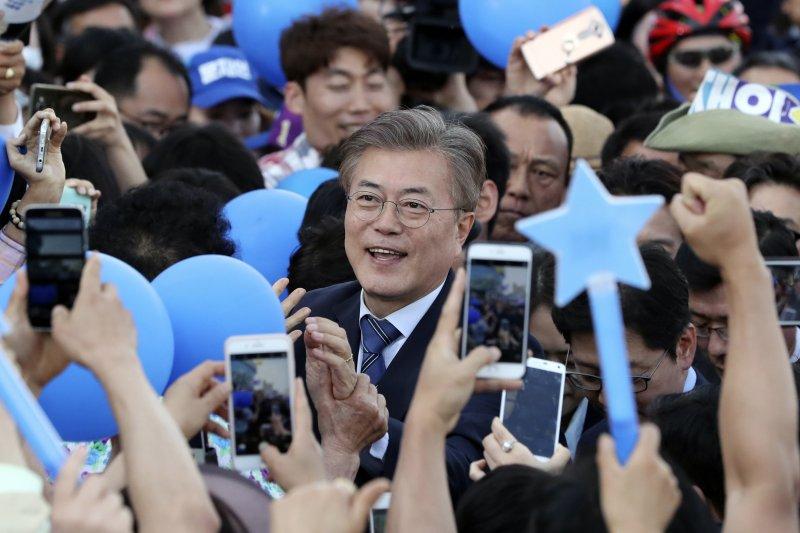 南韓總統大選:共同民主黨候選人文在寅(AP)