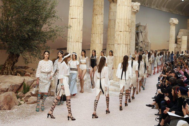 巴黎時裝周的模特兒(AP)