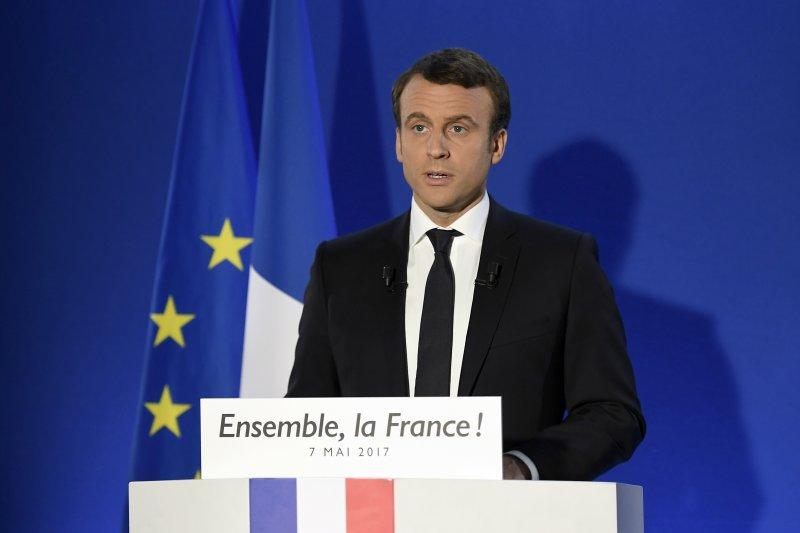 法國總統大選第二輪決選7日(台灣時間8日凌晨)揭曉,中間派候選人馬克宏當選總統(AP)