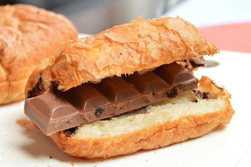 血糖降低,吃個巧克力補充一下血糖,可能無濟於事!(圖/Dodgey@pixabay)