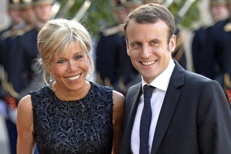 法國新任總統馬克宏與妻子布莉姬特。(AP)