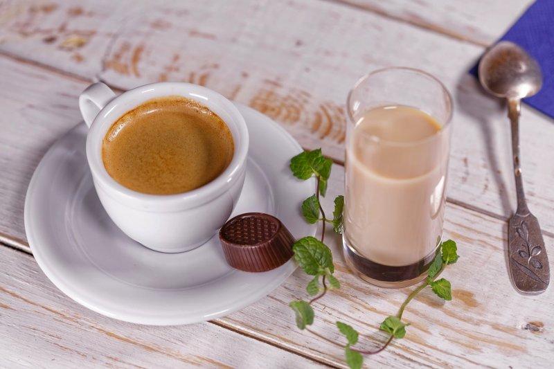 每天一杯咖啡,對許多現代人而言是提神良藥。(圖/27707@pixabay)