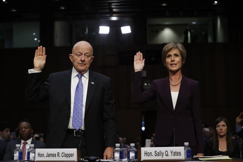 俄羅斯干預美國總統大選疑雲:克萊佩(左)與葉茨(右)出席聽證會(AP)