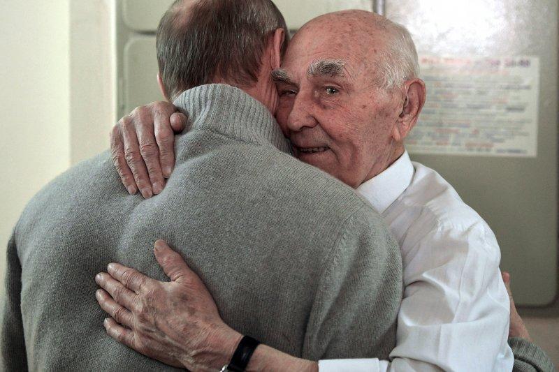 普京與馬維耶夫互動如同父子。(美聯社)