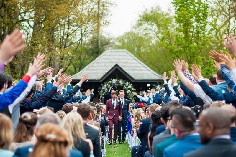 22歲的英國奧運跳水選手戴利上週六和大他20歲的男友布萊克完婚。(取自Tom Daley Facebook)