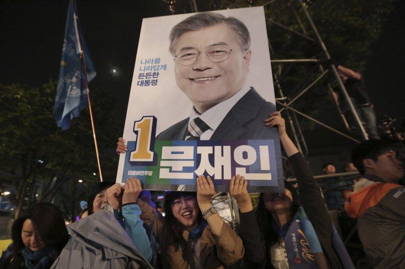 南韓總統大選9日結束投票,文在寅可望以超過4成得票率當選。(美聯社)