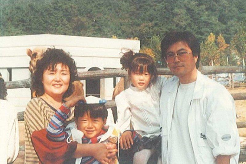 文在寅與妻女合照。