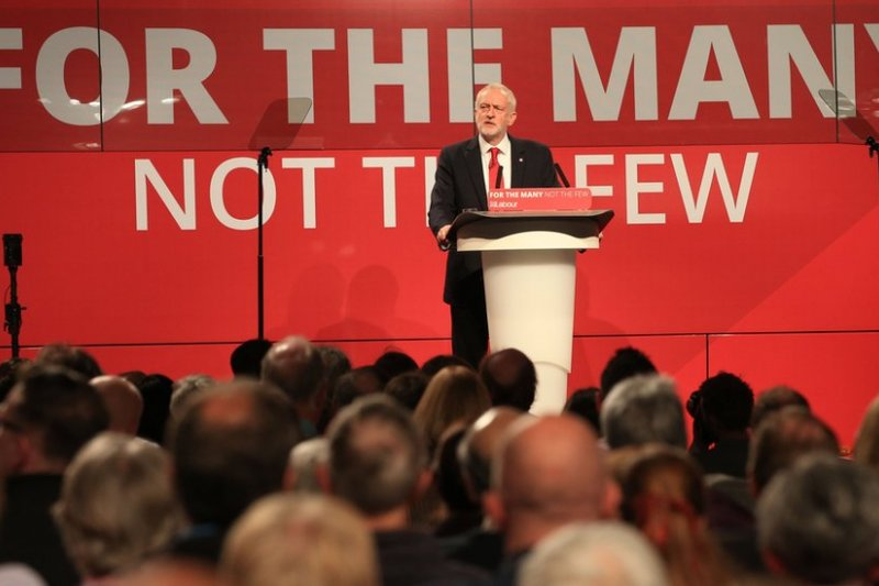 英工黨高層「唱紅」推崇馬克思引發爭議。(BBC中文網)