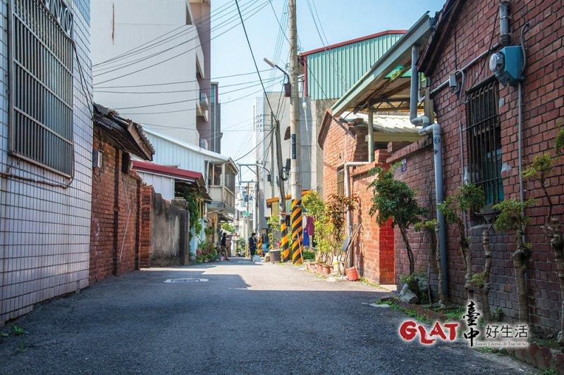 清水老街的營盤巷,在清領時期是官兵駐紮的大街,如今是市區裡的古道巷弄。(圖/台中好生活提供)