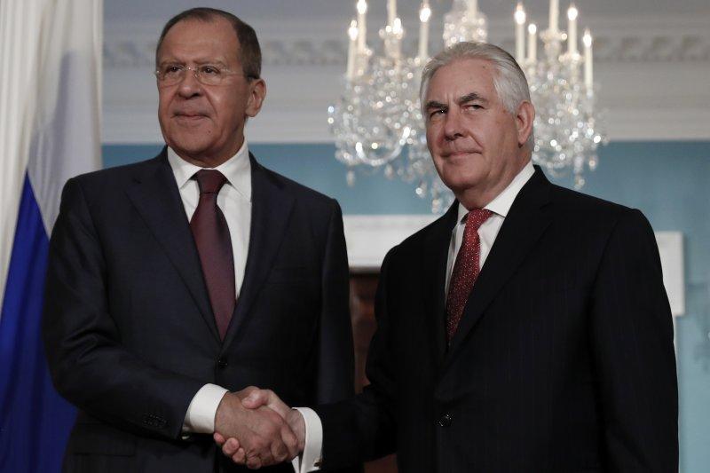 俄羅斯外長拉夫羅夫與美國國務卿提勒森。(美聯社)