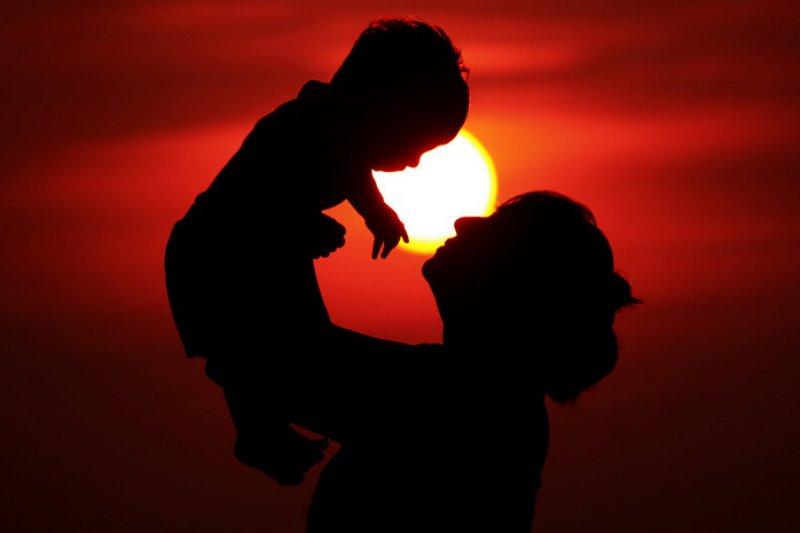 內政部戶政司統計近5年國人收養的子女數比較,被收養的女孩竟年年都「險勝」被收養的男孩人數。(資料照,取自pushkar mandhre@flicker)