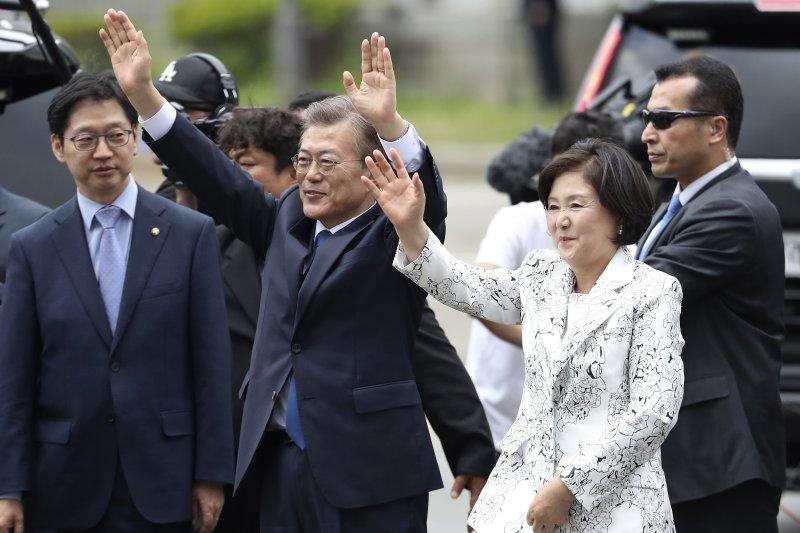 南韓新任總統文在寅與夫人金正淑(AP)
