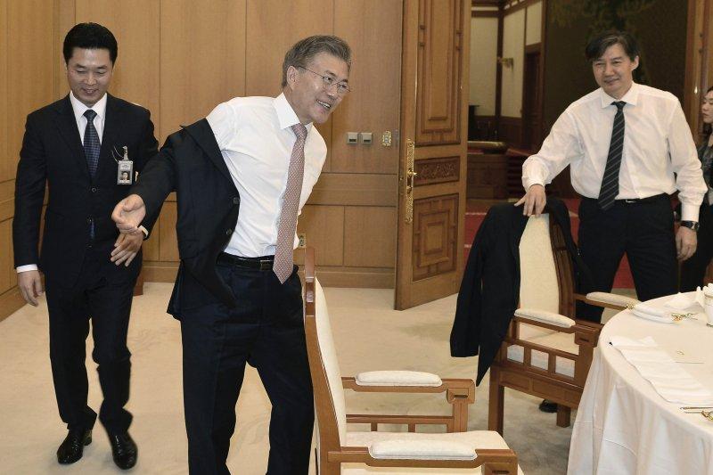 南韓新任總統文在寅一上任就全力施為(AP)
