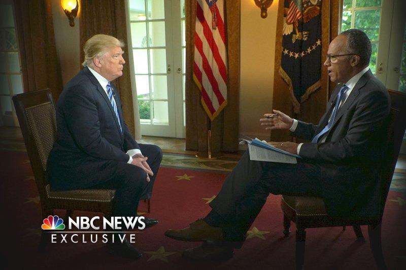 美國總統川普11日接受NBC王牌主播霍特(Lester Holt)專訪(AP)