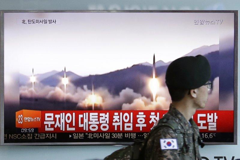 北韓5月14日再度試射彈道飛彈,是南韓總統文在寅上任以來首次。(AP)