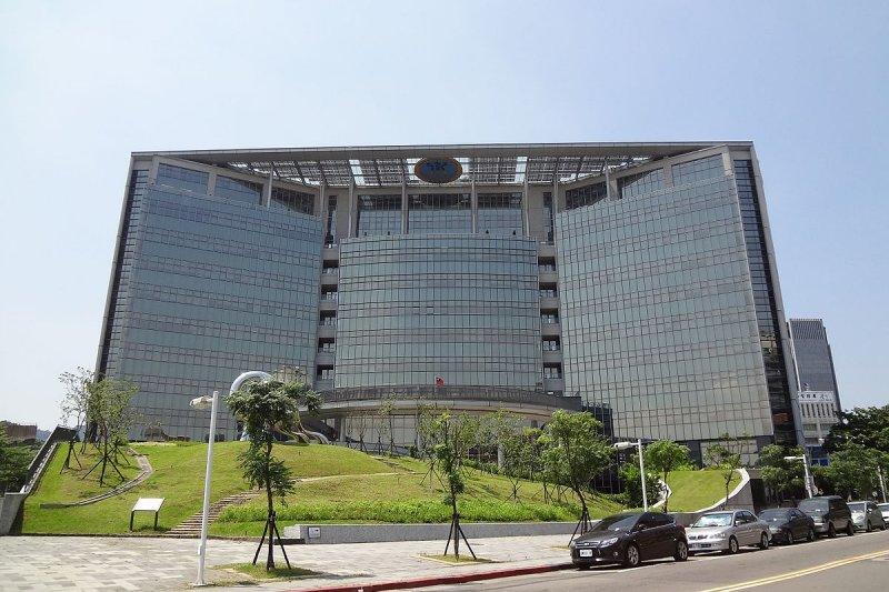 2017-05-15-衛福部大門-公署外觀-(solomon203@wikipedia/CC BY3.0)