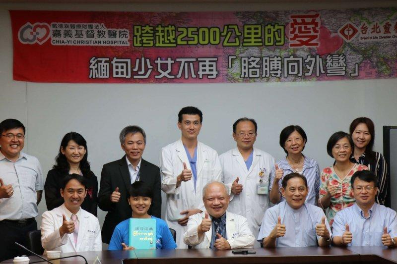 陳俊和醫師無償為黃珍碟開刀,感動嘉基醫療團隊也獲得陳誠仁院長支持。〔圖/嘉義基督教醫院提供〕