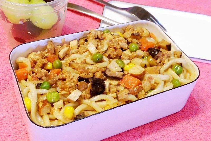 本日菜單:奶奶炸醬麵。(圖/寫樂文化提供)