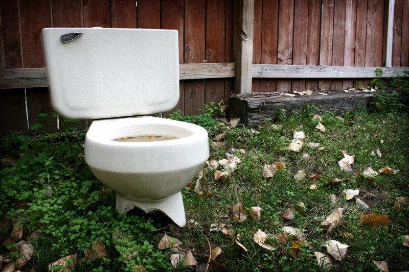 請隨時都要為廁所裡的「朋友」著想,不能讓祂覺得臭臭的...(圖/Jason Ippolito@flickr)