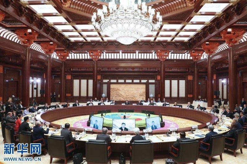 5月15日,「一帶一路」國際合作高峰論壇圓桌峰會在北京雁棲湖國際會議中心舉行,國家主席習近平主持會議並致開幕辭。