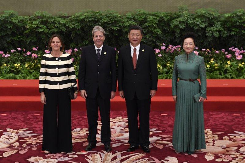 一帶一路高峰會:中國國家主席習近平夫婦與義大利總理詹蒂洛尼夫婦(AP)