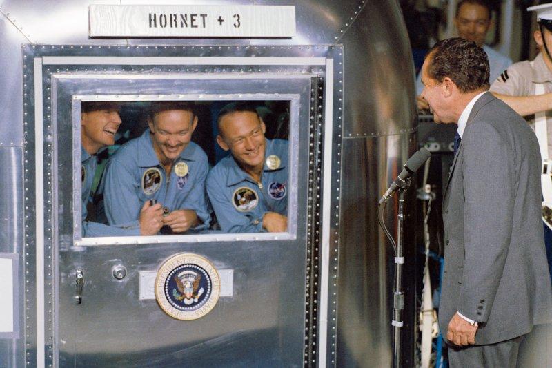 美國總統尼克森與登月後重返地球的阿波羅11號太空人,1969年(Wikipedia / Public Domain)
