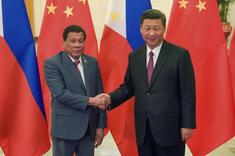 菲律賓總統杜特蒂與中國國家主席習近平。(美聯社)