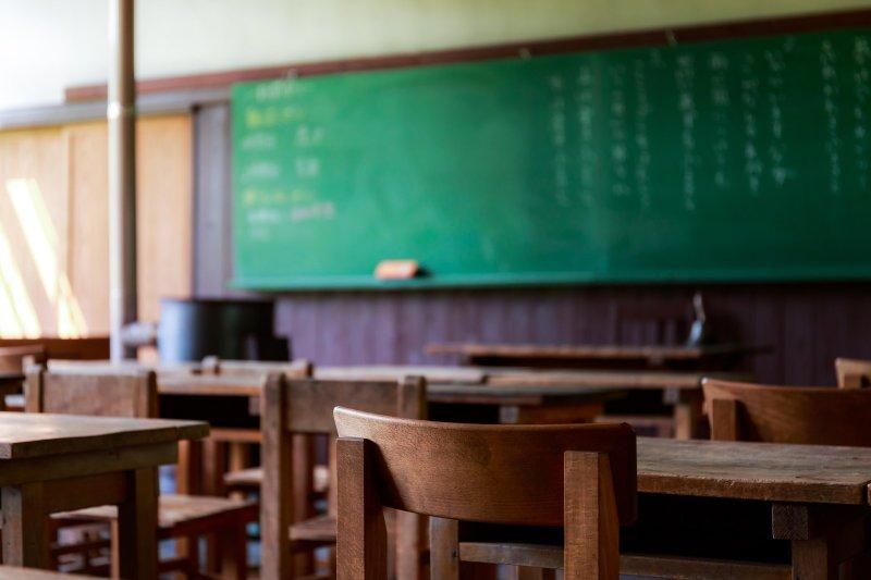 油城學校位處偏鄉,由於人口外流,校內如今只剩1名老師和1名學生。(圖/あめまん@pakutaso)