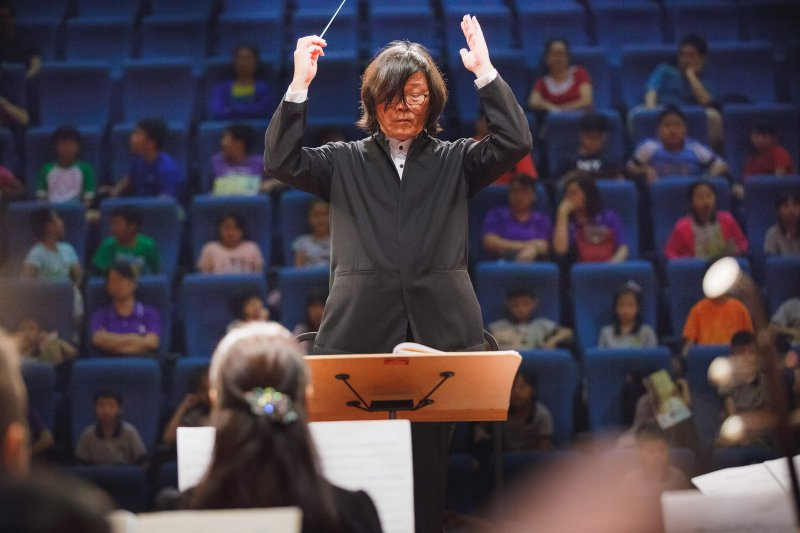 高雄市國樂團指揮郭哲誠指出,高市國連續2年製作絲竹專場,就是想讓民眾更能體驗國樂絲竹樂的美。(圖/高雄市國樂團提供)