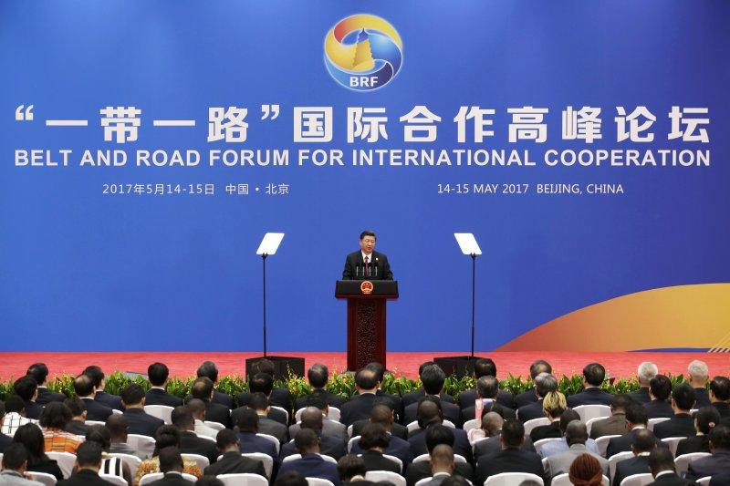 習近平在一帶一路國際合作高峰論壇上致辭。(美聯社)