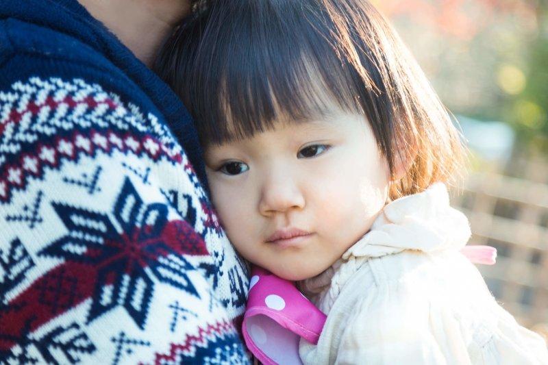 親子之間能夠靜下心互相傾聽,是維繫關係的重要一環。(示意圖/pakutaso)