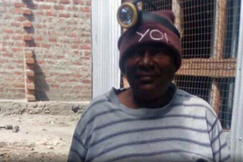皮麗下礦採寶石,礦場上人們以為她是「侯賽因大叔」。(BBC中文網)