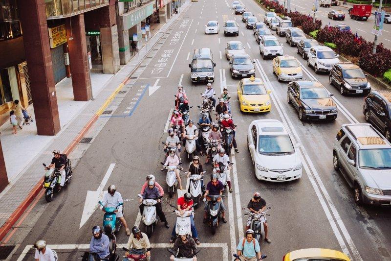 在阿伯的手指上,我看到了台灣,那種不願意為環境低頭的傲氣..(圖/Photos By 夏天@flickr)