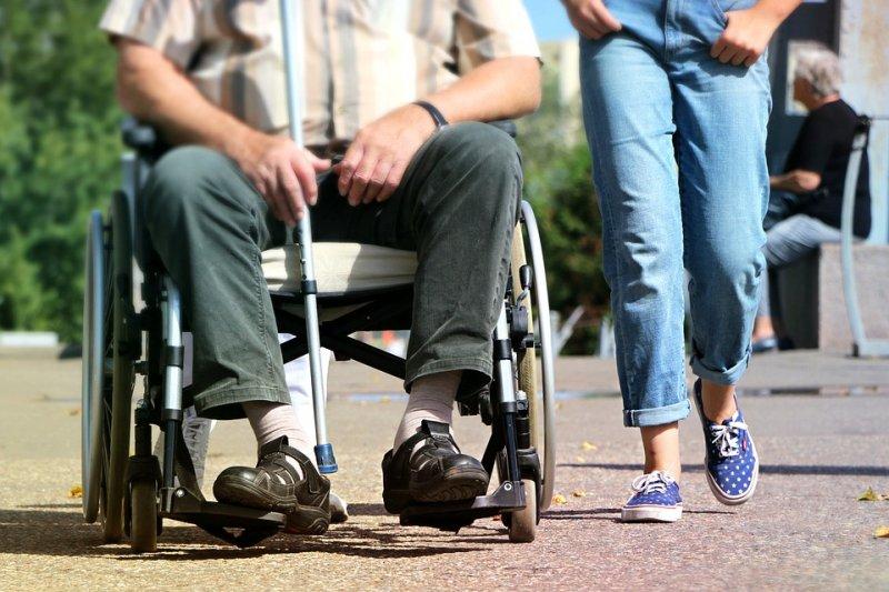 女人腎 氣虛 有什麼症狀 - 你知道有多少老人因害怕跌倒而足不出戶嗎?居家護理師這樣幫助他們「起步走」