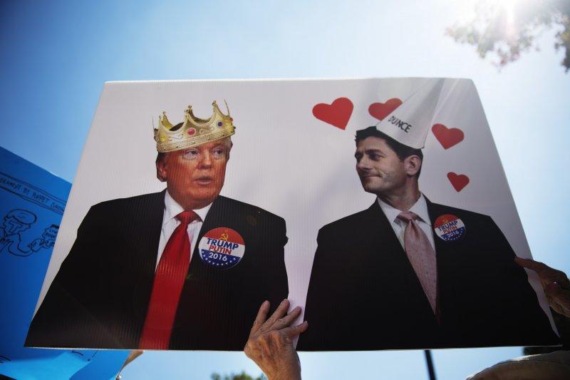 美國聯邦眾議院議長萊恩(右)仍對總統川普(左)有信心(AP)