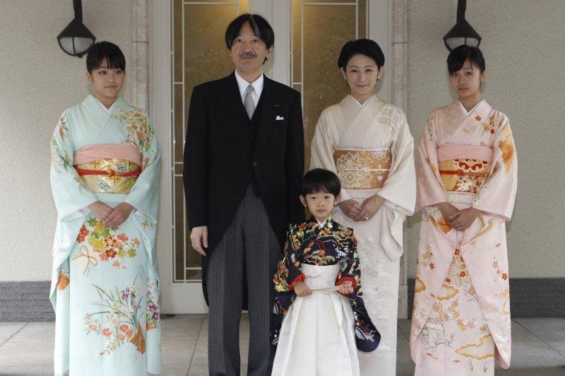 日本皇室成員,左起:真子公主、秋篠宮文仁親王、悠仁親王、秋篠宮妃紀子、佳子公主(AP)