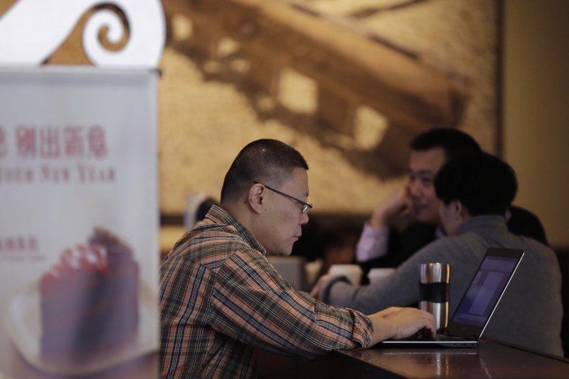 中國被控有大量商業間諜集體竊取美國商業機密,也可能包含軍用武器情報,聯電也成了「制裁」對象。(美聯社)