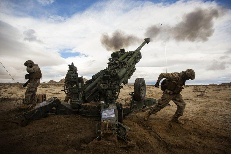 2017-05-21-正在測試M777榴彈砲的美國海軍陸戰隊砲兵02-取自美國海軍陸戰隊官網