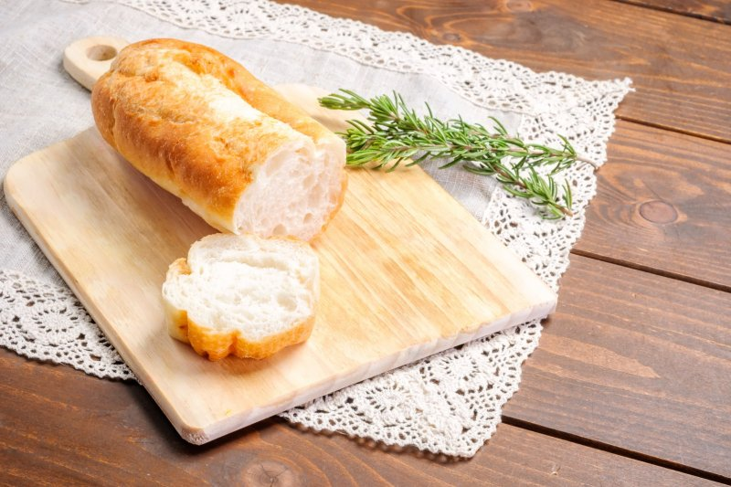 愛吃麵包會大餅臉,這種說法真的有根據嗎?(圖/エリー@pakutaso)