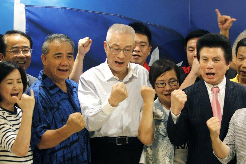 吳敦義接任黨主席,除了讓國民黨告別過去的沉重包袱之外,更要帶領支持者重振往日雄風,打贏2018甚至是2020年的選舉,重新拿回執政權。(AP)