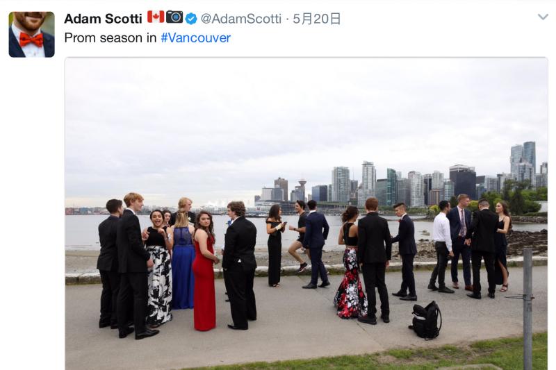 加拿大總理杜魯道又玩兒了一回「照片炸彈」—亂入照片在網上竄紅。